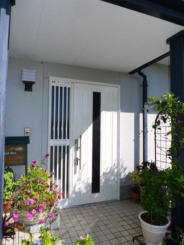 磐田市川袋で開閉が楽な玄関ドアに交換リフォーム