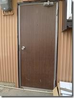 開かなくなった勝手口ドアを交換リフォーム