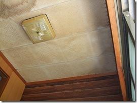谷樋の雨漏れ修理と玄関の内装リフォーム